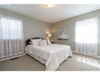 Photo 9: 1155 Royal Oak Drive in VICTORIA: SE Sunnymead Single Family Detached for sale (Saanich East)  : MLS®# 377740
