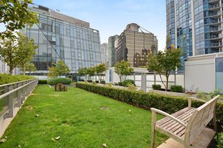 "Photo 16: 1701 1499 W PENDER Street in Vancouver: Coal Harbour Condo for sale in ""WEST PENDER PLACE"" (Vancouver West)  : MLS®# R2204110"