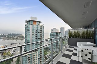 "Photo 13: 1701 1499 W PENDER Street in Vancouver: Coal Harbour Condo for sale in ""WEST PENDER PLACE"" (Vancouver West)  : MLS®# R2204110"