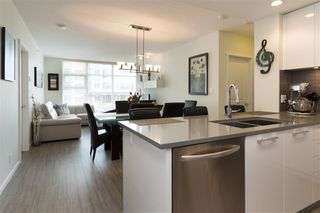 "Photo 5: 905 3102 WINDSOR Gate in Coquitlam: New Horizons Condo for sale in ""Celadon by Polygon"" : MLS®# R2255405"