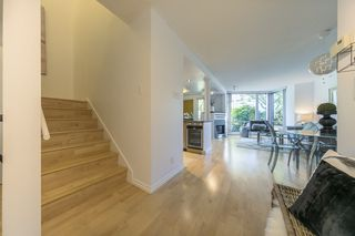 """Photo 8: TH103 1288 MARINASIDE Crescent in Vancouver: Yaletown Townhouse for sale in """"Crestmark"""" (Vancouver West)  : MLS®# R2281597"""