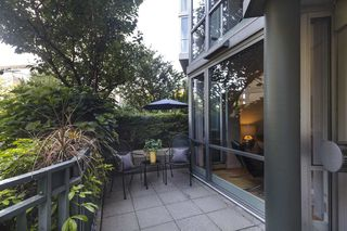 """Photo 17: TH103 1288 MARINASIDE Crescent in Vancouver: Yaletown Townhouse for sale in """"Crestmark"""" (Vancouver West)  : MLS®# R2281597"""
