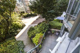 """Photo 16: TH103 1288 MARINASIDE Crescent in Vancouver: Yaletown Townhouse for sale in """"Crestmark"""" (Vancouver West)  : MLS®# R2281597"""