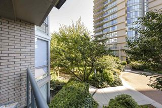 """Photo 15: TH103 1288 MARINASIDE Crescent in Vancouver: Yaletown Townhouse for sale in """"Crestmark"""" (Vancouver West)  : MLS®# R2281597"""