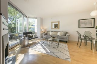 """Photo 4: TH103 1288 MARINASIDE Crescent in Vancouver: Yaletown Townhouse for sale in """"Crestmark"""" (Vancouver West)  : MLS®# R2281597"""