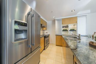 """Photo 6: TH103 1288 MARINASIDE Crescent in Vancouver: Yaletown Townhouse for sale in """"Crestmark"""" (Vancouver West)  : MLS®# R2281597"""