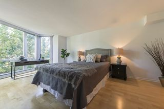 """Photo 9: TH103 1288 MARINASIDE Crescent in Vancouver: Yaletown Townhouse for sale in """"Crestmark"""" (Vancouver West)  : MLS®# R2281597"""