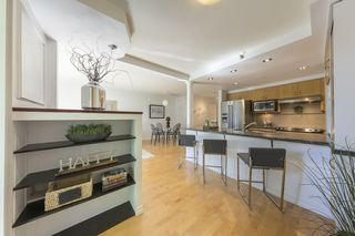 """Photo 2: TH103 1288 MARINASIDE Crescent in Vancouver: Yaletown Townhouse for sale in """"Crestmark"""" (Vancouver West)  : MLS®# R2281597"""