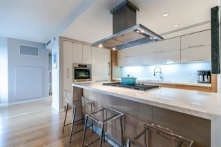 Photo 4: 305 8 SMITHE Mews in Vancouver: Yaletown Condo for sale (Vancouver West)  : MLS®# R2307500