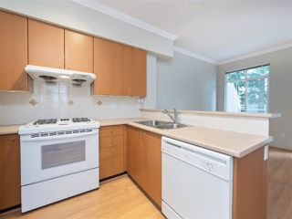 "Photo 4: 3280 CLERMONT Mews in Vancouver: Champlain Heights Townhouse for sale in ""Bordeaux"" (Vancouver East)  : MLS®# R2339931"