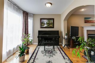 Photo 4: 734 GREAVES Crescent in Saskatoon: Willowgrove Residential for sale : MLS®# SK763931