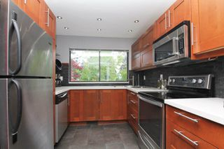 """Photo 5: 1 2990 MARINER Way in Coquitlam: Ranch Park Townhouse for sale in """"MARINER MEWS"""" : MLS®# R2389174"""
