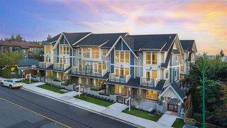 """Main Photo: 13 115-123 W QUEENS Road in North Vancouver: Upper Lonsdale Townhouse for sale in """"Queen's Landing"""" : MLS®# R2408790"""