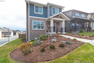 Photo 3: 363 Kestrel Street in : Co Royal Bay Single Family Detached for sale (Colwood)  : MLS®# 425810