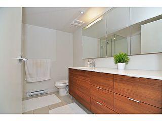 "Photo 9: 310 1679 LLOYD Avenue in North Vancouver: Pemberton NV Condo for sale in ""DISTRICT CROSSING"" : MLS®# V1041966"