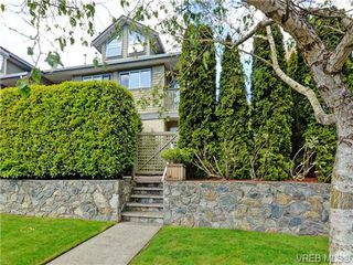 Photo 1: 1646 Myrtle Ave in VICTORIA: Vi Oaklands Row/Townhouse for sale (Victoria)  : MLS®# 701228