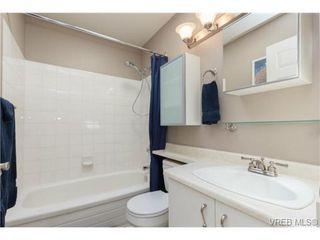 Photo 10: 302 1039 Caledonia Ave in VICTORIA: Vi Central Park Condo for sale (Victoria)  : MLS®# 710816