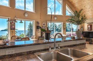 Photo 3: 7064 DALE Road in Sechelt: Sechelt District House for sale (Sunshine Coast)  : MLS®# R2065950