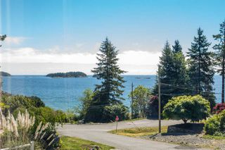 Photo 1: 7064 DALE Road in Sechelt: Sechelt District House for sale (Sunshine Coast)  : MLS®# R2065950