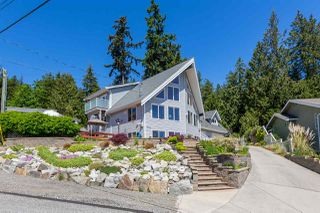 Photo 2: 7064 DALE Road in Sechelt: Sechelt District House for sale (Sunshine Coast)  : MLS®# R2065950
