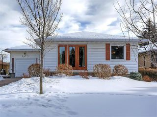 Main Photo: 89 CARMANGAY Crescent NW in Calgary: Collingwood House for sale : MLS®# C4096422