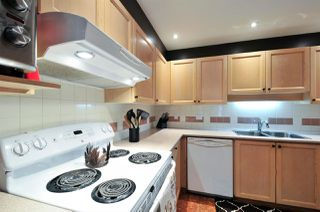 """Photo 5: 402 6737 STATION HILL Court in Burnaby: South Slope Condo for sale in """"THE COURTYARDS"""" (Burnaby South)  : MLS®# R2206676"""