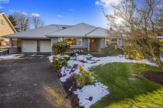 Photo 2: 4687 Sunnymead Way in VICTORIA: SE Sunnymead House for sale (Saanich East)  : MLS®# 780040
