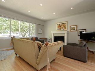 Photo 5: 4345 Shelbourne Street in VICTORIA: SE Gordon Head Single Family Detached for sale (Saanich East)  : MLS®# 400694
