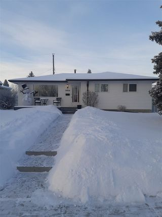 Photo 2: 10816 43 Street in Edmonton: Zone 19 House for sale : MLS®# E4142815