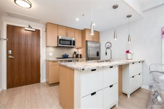 "Photo 3: 1709 ONTARIO Street in Vancouver: False Creek Townhouse for sale in ""THE ONE"" (Vancouver West)  : MLS®# R2365673"