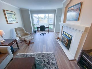 "Photo 11: 206 19528 FRASER Highway in Surrey: Cloverdale BC Condo for sale in ""The Fairmont"" (Cloverdale)  : MLS®# R2413564"