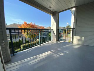 "Photo 13: 206 19528 FRASER Highway in Surrey: Cloverdale BC Condo for sale in ""The Fairmont"" (Cloverdale)  : MLS®# R2413564"