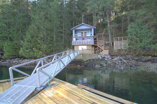 """Photo 3: 8 JOHNSON Bay in North Vancouver: Indian Arm House for sale in """"Johnson Bay"""" : MLS®# R2444286"""
