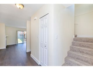 """Photo 8: 290 32550 MACLURE Road in Abbotsford: Central Abbotsford Townhouse for sale in """"Clearbrook Village"""" : MLS®# R2495630"""