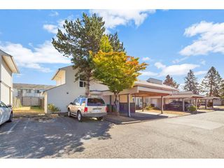 """Photo 2: 290 32550 MACLURE Road in Abbotsford: Central Abbotsford Townhouse for sale in """"Clearbrook Village"""" : MLS®# R2495630"""