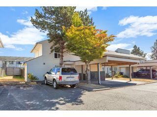 """Photo 3: 290 32550 MACLURE Road in Abbotsford: Central Abbotsford Townhouse for sale in """"Clearbrook Village"""" : MLS®# R2495630"""