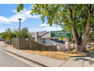"""Photo 1: 290 32550 MACLURE Road in Abbotsford: Central Abbotsford Townhouse for sale in """"Clearbrook Village"""" : MLS®# R2495630"""