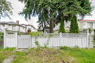 Photo 3: 2447 EAST 41ST Avenue in Vancouver: Collingwood VE House for sale (Vancouver East)  : MLS®# R2508167