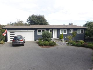 Photo 1: 3710 Hammond Bay Rd in : Na Hammond Bay House for sale (Nanaimo)  : MLS®# 858381