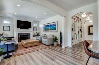 Photo 19: 33 WEST COACH Way SW in Calgary: West Springs Detached for sale : MLS®# A1053382