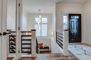 Photo 2: 33 WEST COACH Way SW in Calgary: West Springs Detached for sale : MLS®# A1053382