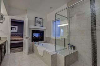 Photo 8: 33 WEST COACH Way SW in Calgary: West Springs Detached for sale : MLS®# A1053382