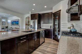 Photo 17: 33 WEST COACH Way SW in Calgary: West Springs Detached for sale : MLS®# A1053382
