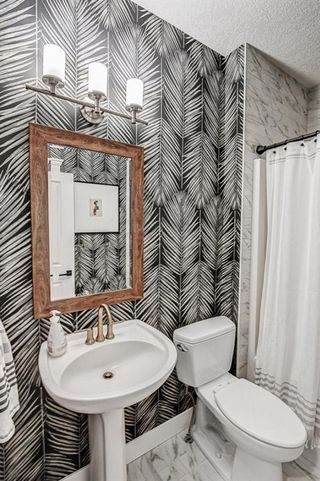 Photo 6: 33 WEST COACH Way SW in Calgary: West Springs Detached for sale : MLS®# A1053382