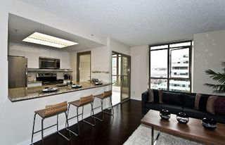 Photo 4: FABULOUS RENOVATED UNIT!