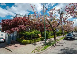 "Photo 17: 11 877 W 7TH Avenue in Vancouver: Fairview VW Townhouse for sale in ""EMERALD COURT"" (Vancouver West)  : MLS®# V1061209"