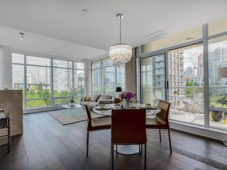 Photo 3: 803 428 BEACH Crescent in Vancouver: Yaletown Condo for sale (Vancouver West)  : MLS®# R2072146