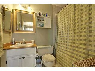 Photo 10: 22 COACHWAY Green SW in Calgary: 4 Level Split for sale : MLS®# C3572923