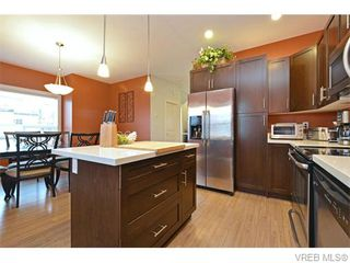 Photo 8: 986 Dunford Ave in VICTORIA: La Langford Proper Row/Townhouse for sale (Langford)  : MLS®# 744988