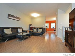 Photo 3: 986 Dunford Ave in VICTORIA: La Langford Proper Row/Townhouse for sale (Langford)  : MLS®# 744988